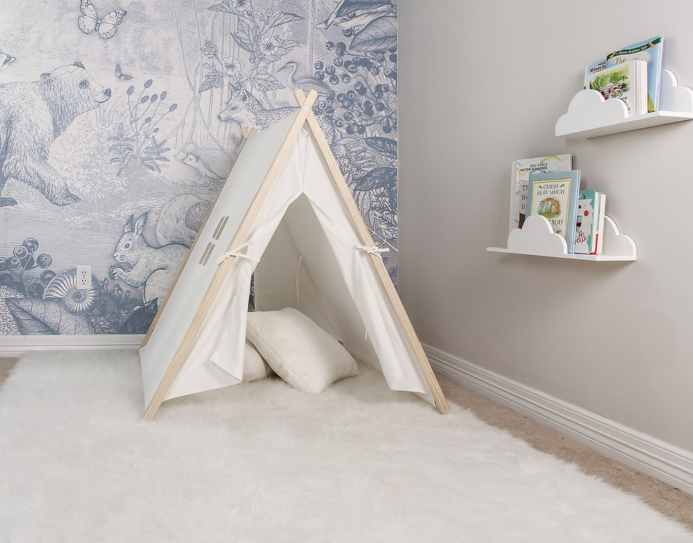 pimpelmees wallpaper, play tent, white fluffy rug