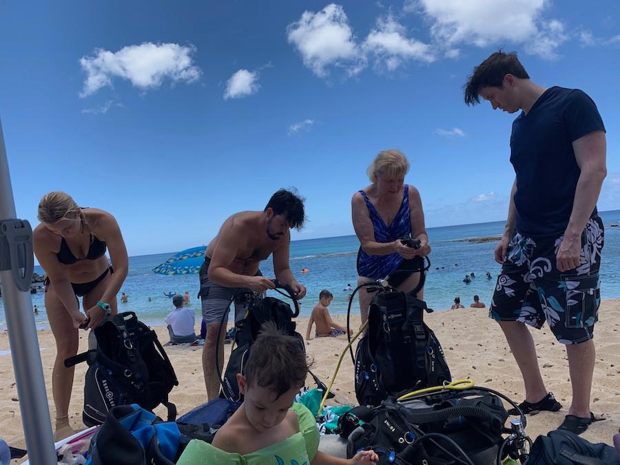 scuba diving at three tables, oahu