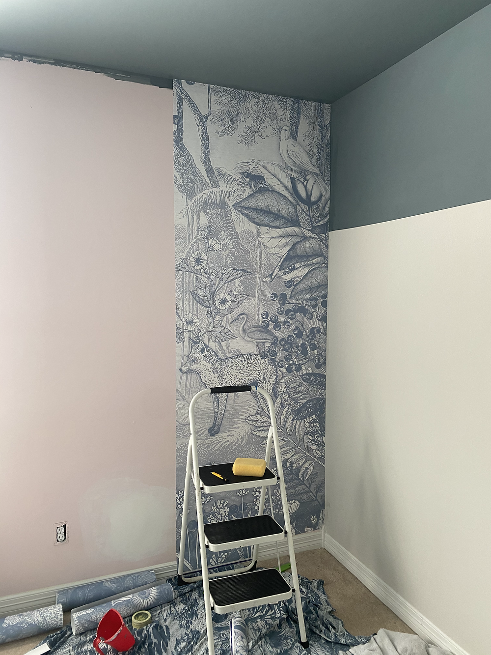 how to install non-woven wallpaper, DIY pimpelmees installation, forest animals