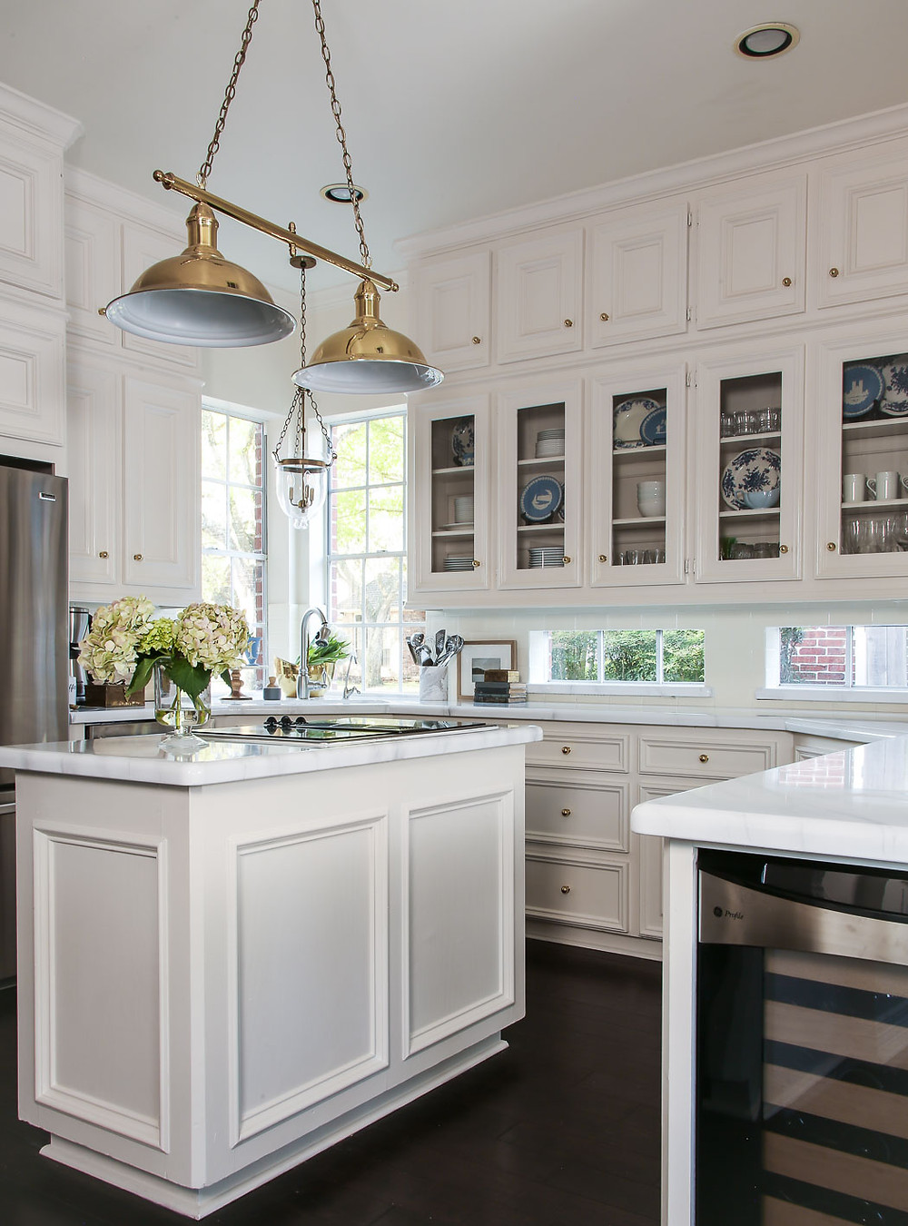 giani marble countertop paint kit, white and blue, brass kitchen inspiration