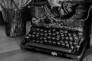 typewriter-vintage-oldschool-black-and-white.jpeg