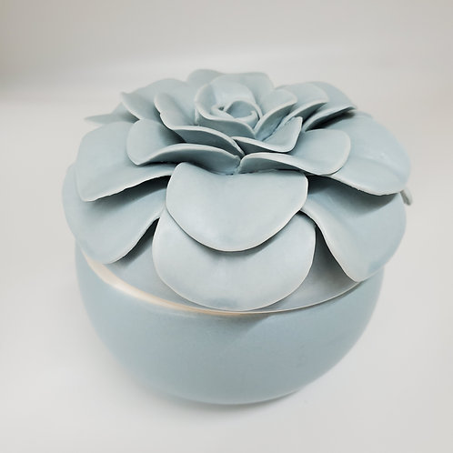 ILLUME Ceramic Flower Candle Fresh Sea Salt