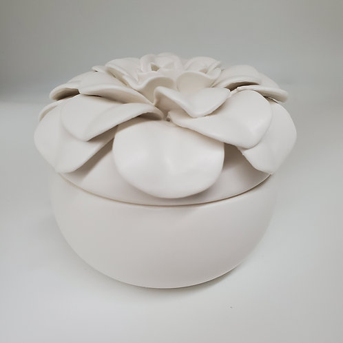 ILLUME Ceramic Flower Candle Gardenia