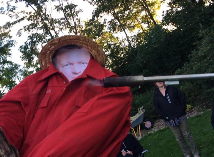 Enhedslisten-medlem brændte Lars Løkke Rasmussen-dukke på et bål