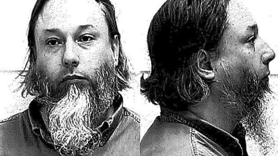 Bombemand påstår, han er trans, og forlanger mildere straf