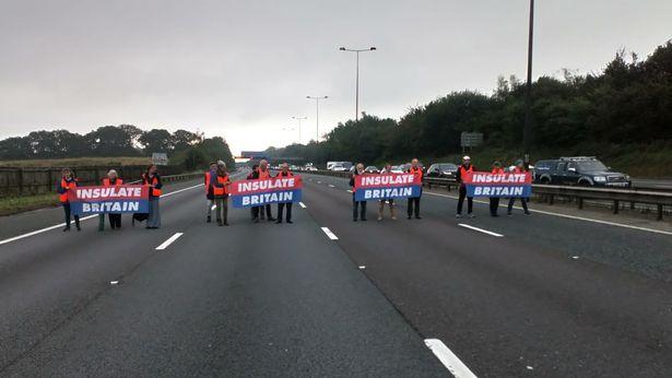 Mor ender lam efter slagtilfælde, da klimaaktivister spærrede for motorvejen til hospitalet