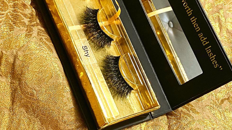 """3D mink eyelashes in """"Shy"""""""