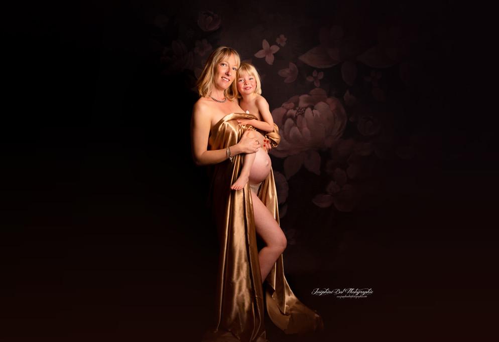 Séance photo artistique future maman en Ariège par Joséphine Bot