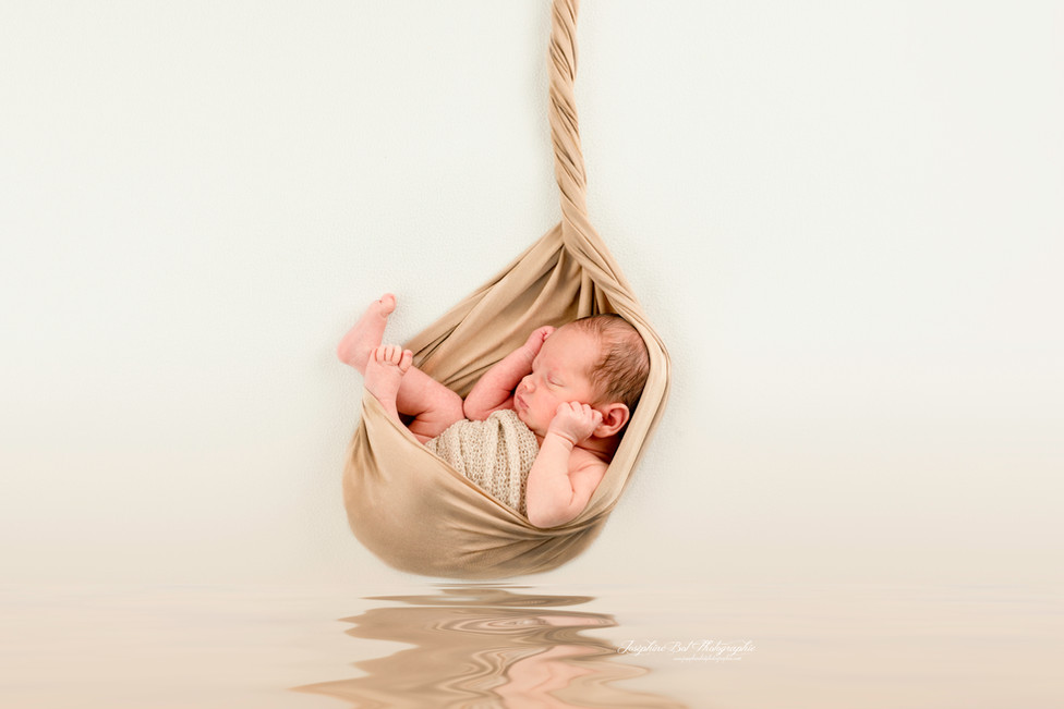 Séance nouveau-né   de Milo séance artistique réalisé en Ariège par Joséphine