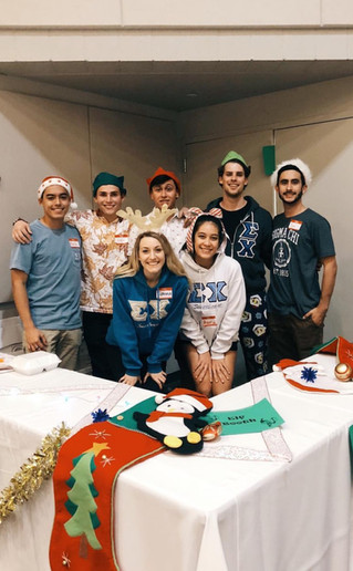 Sigma Chi Spreads Holiday Cheer