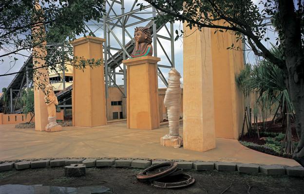 """36_<真假之間>肖像系列之6  龍潭.小人國遊樂園,1997。  20""""×24"""""""