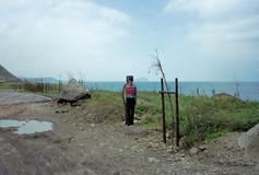 """39_<真假之間>肖像系列之9  台北縣.福隆北濱公路,1997。  40""""×60"""""""