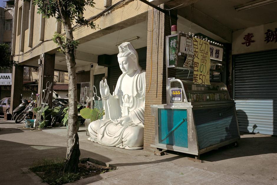 """41_<真假之間>宗教系列之2  台北.木柵1998。  50""""×70"""""""