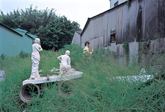 """40_<真假之間>宗教系列之1  台南縣.蔦松,1998。  20""""×24"""""""