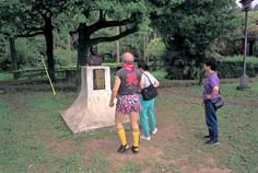 """35_<真假之間>肖像系列之5  桃園.大溪中正公園, 2000。  20""""×24"""""""