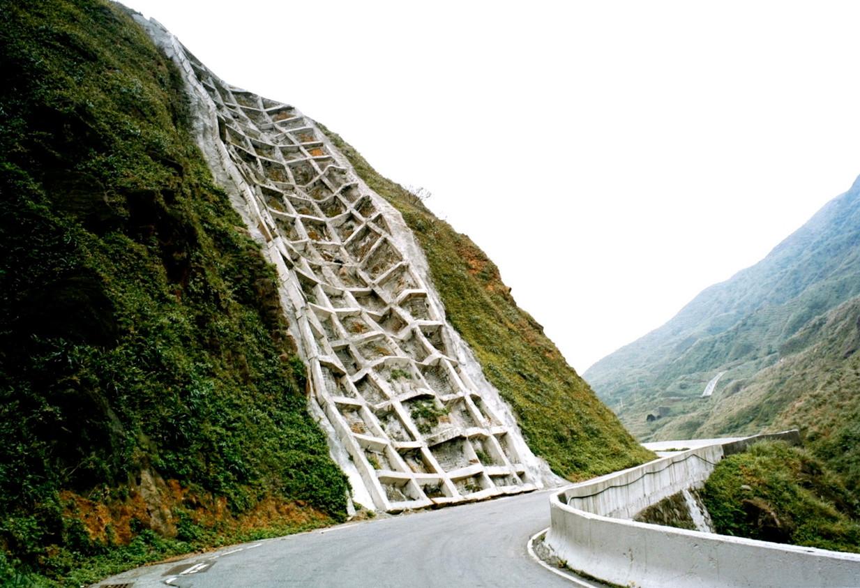 《真假之間─永續寶島篇》_新北瑞金公路, 2003 ( 60x40 cm )
