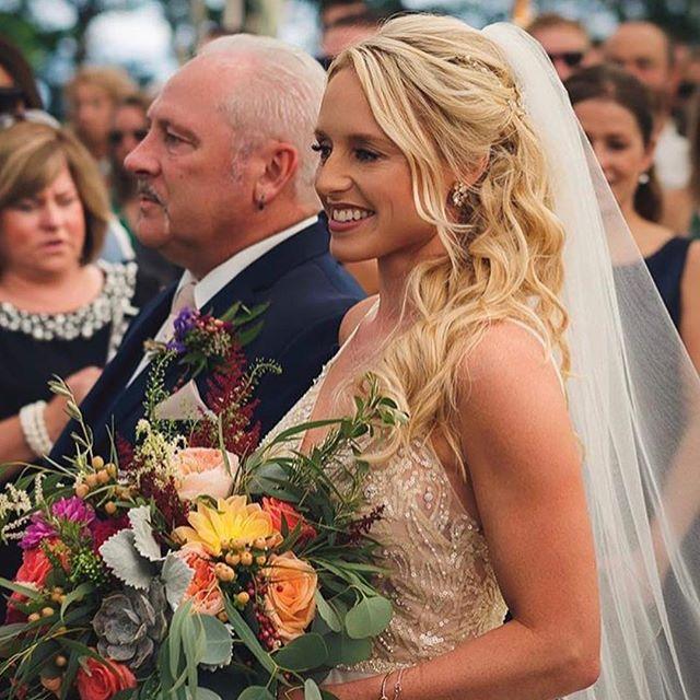 😍❤️#bride #weddinghair #weddinginspiration #weddingday #bridehair #softcurls #sideupdo #arrojoprodu