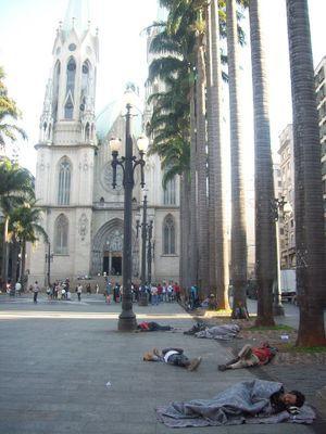 Arrojan agua fría contra personas en situación de calle en San Pablo