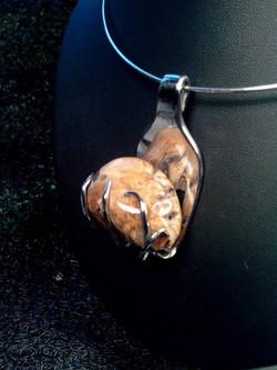 Collier Pierre de bois fossilisé.50€