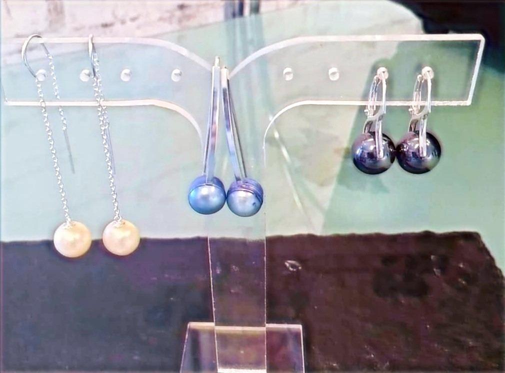 Perles eau douce blanches /bleues et Hématite