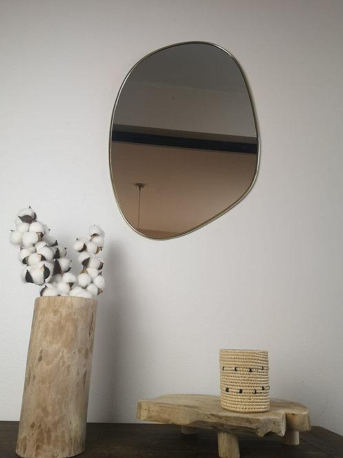 M'BRAJA - Miroir irrégulier, laiton doré - 65x45