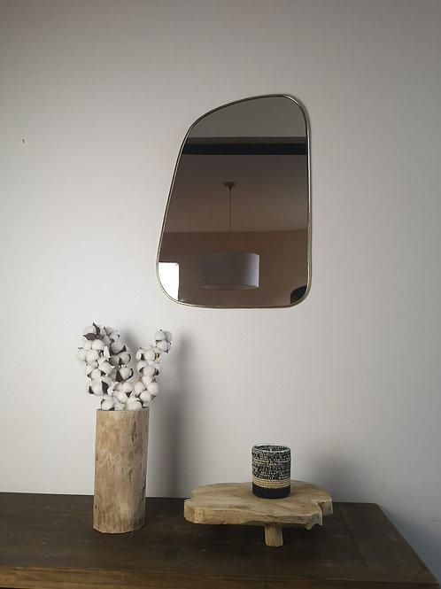 M'BRAJA - Miroir irrégulier, laiton doré - 60x42