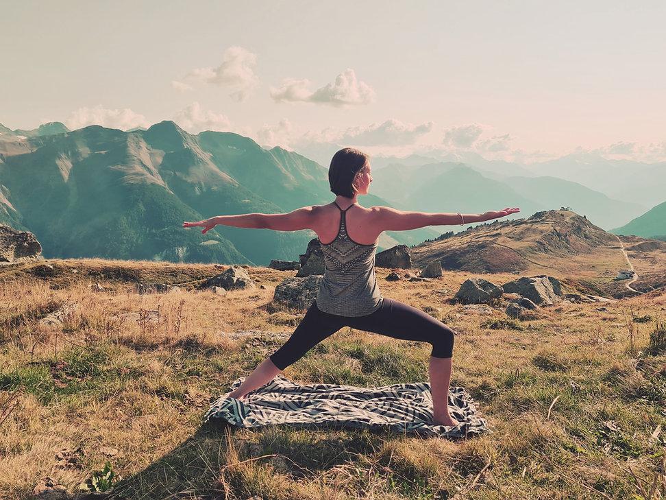 Foto Yoga_Krieger_Berge.jpg