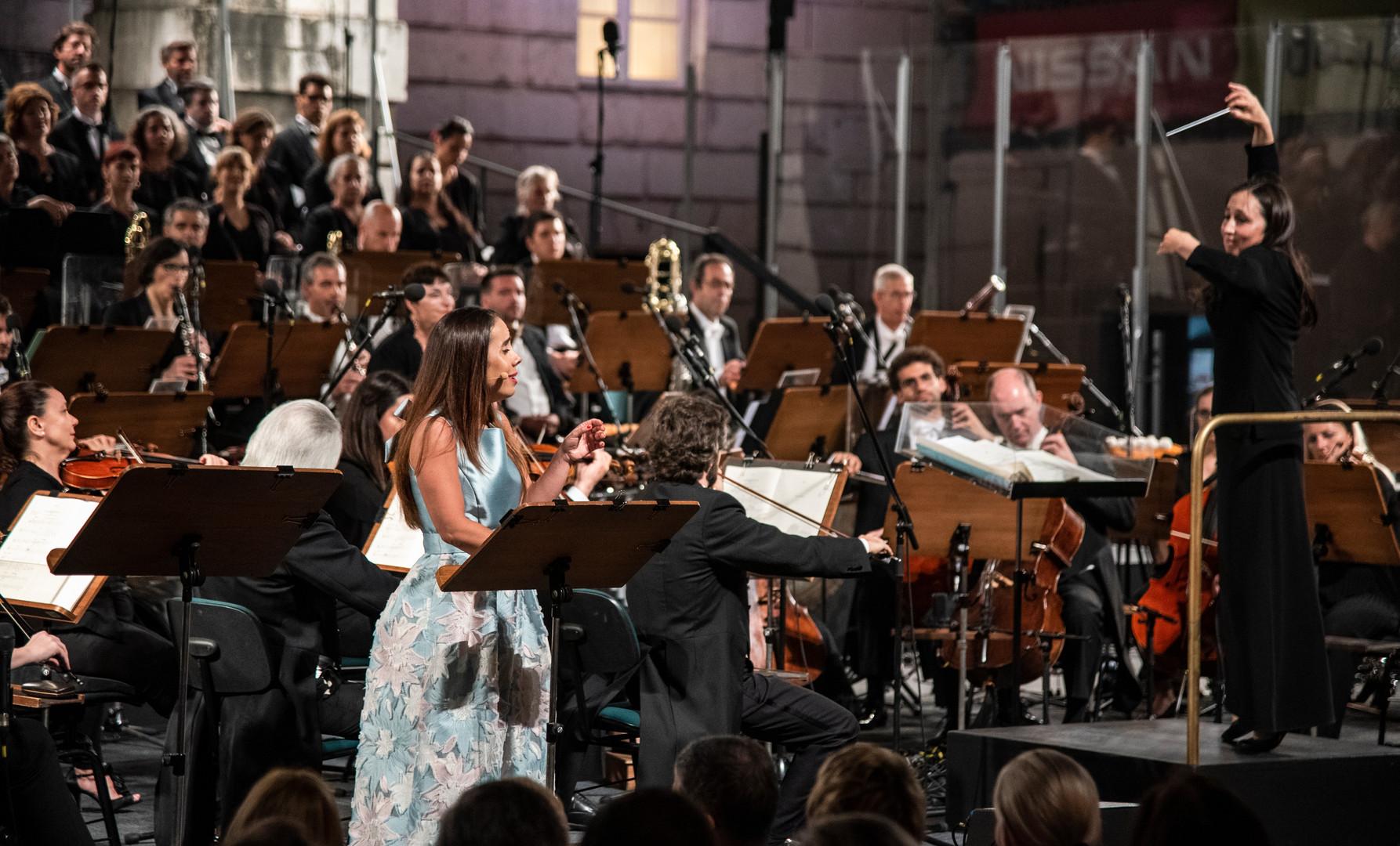 Lara MArtins w/ Orquestra Sinfónica Portuguesa (dir. Joana Carneiro), 2019.