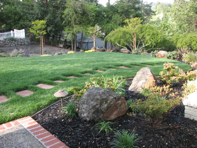 Garden with pavers