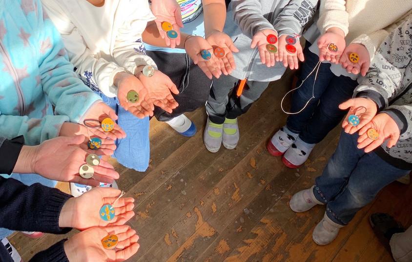大栃小学校で革小物のワークショプ