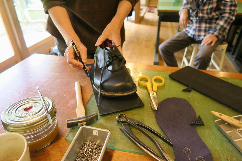 靴を履くと足が痛くなる方の靴をつくる