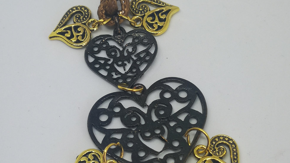 Pendant necklace with 7 hearts.