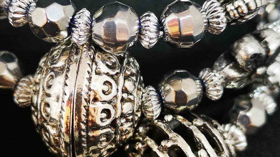 Set of earrings and bracelets