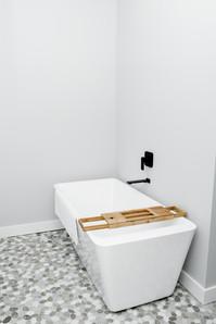burke residence bathtube