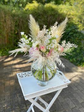 Strauß aus frischen und trockenen Blumen