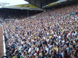 Shot+of+the+home+fans+at+Elland+Road.+Note+theres+hardly+any+segregation+between+the+Swansea+Fans+an
