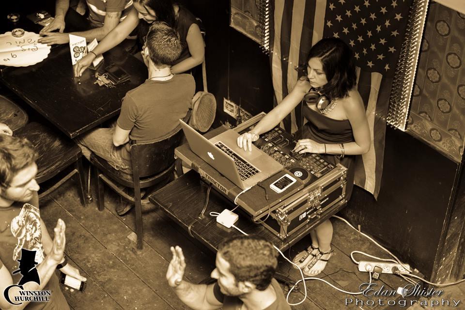DJ Pitzi@Tesla bar