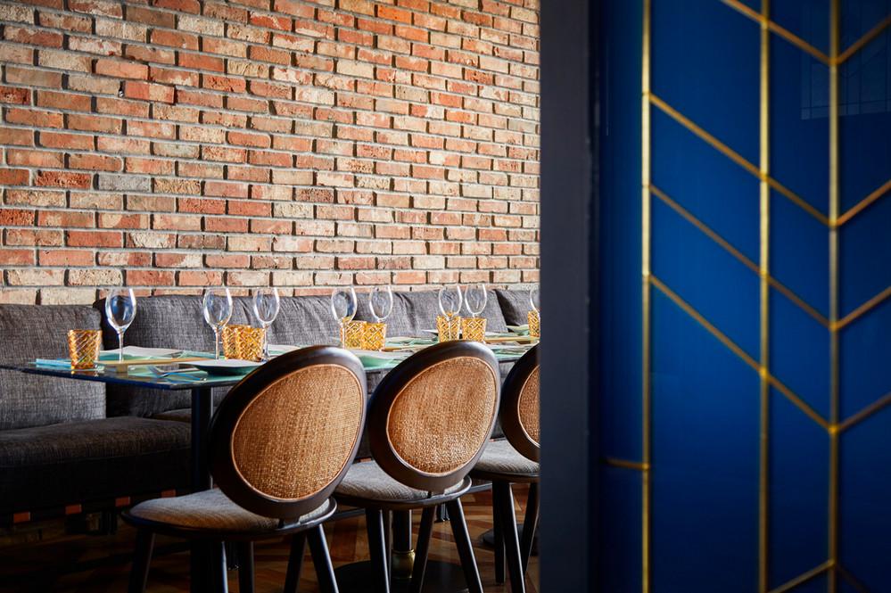 Wolo - Latino Bar - 01.jpg