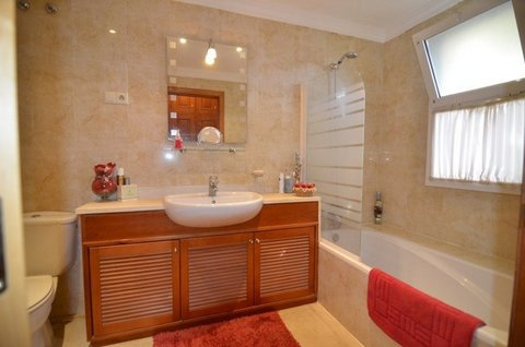 Master Bedroom-Ensuite Bathroom