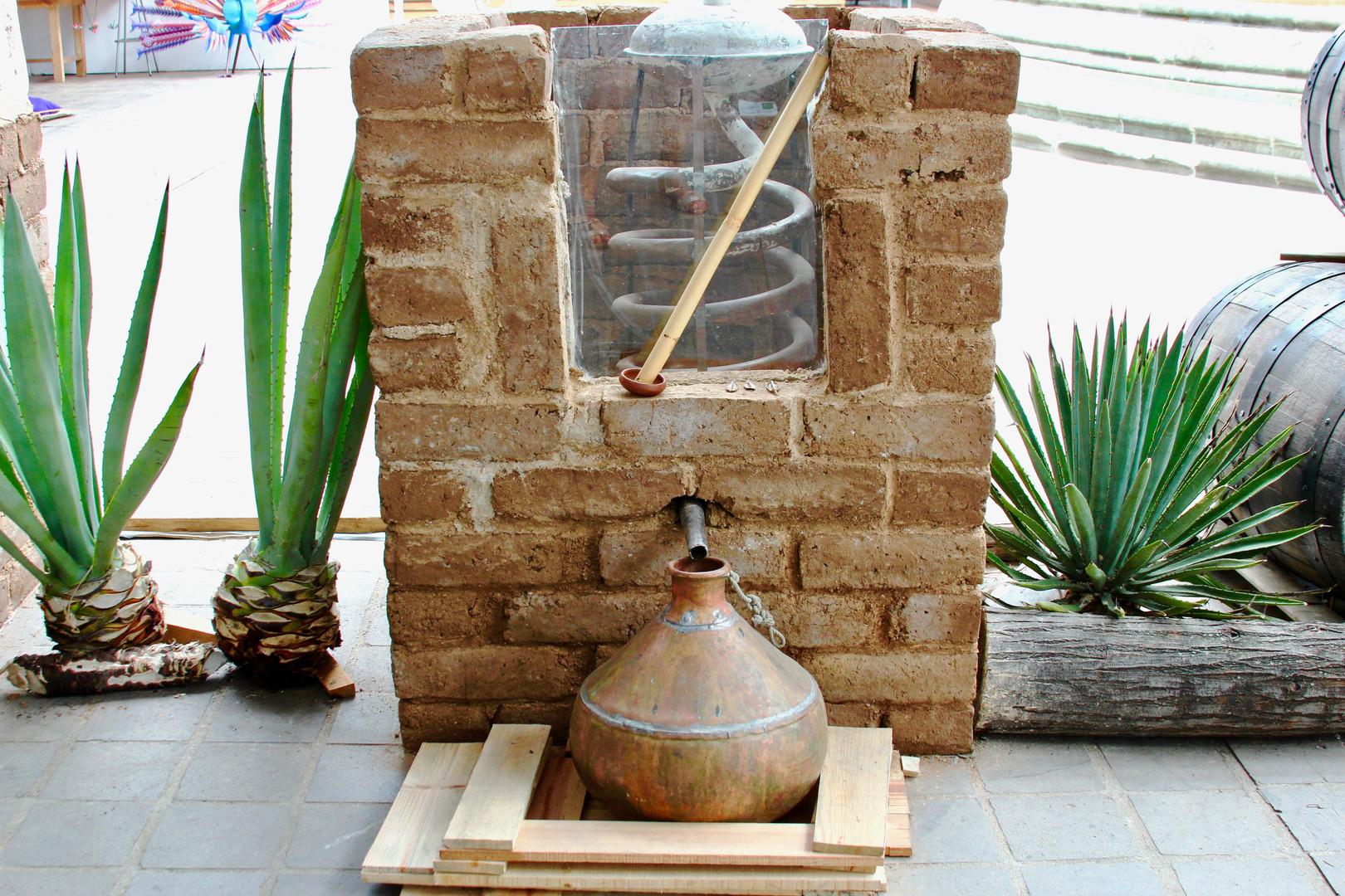 Utensillo_utilizado_para_destilacion.jpg