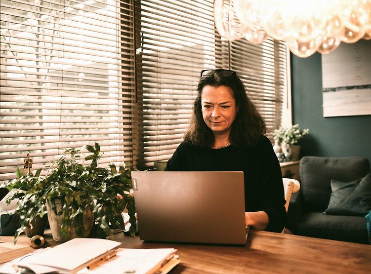 Achter laptop echt mooi_edited.jpg