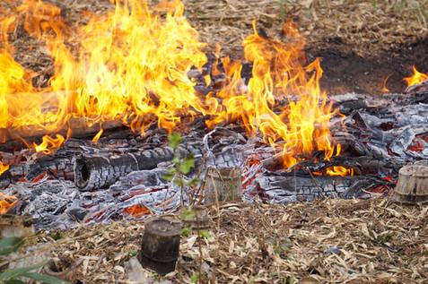 竹炭ができつつある