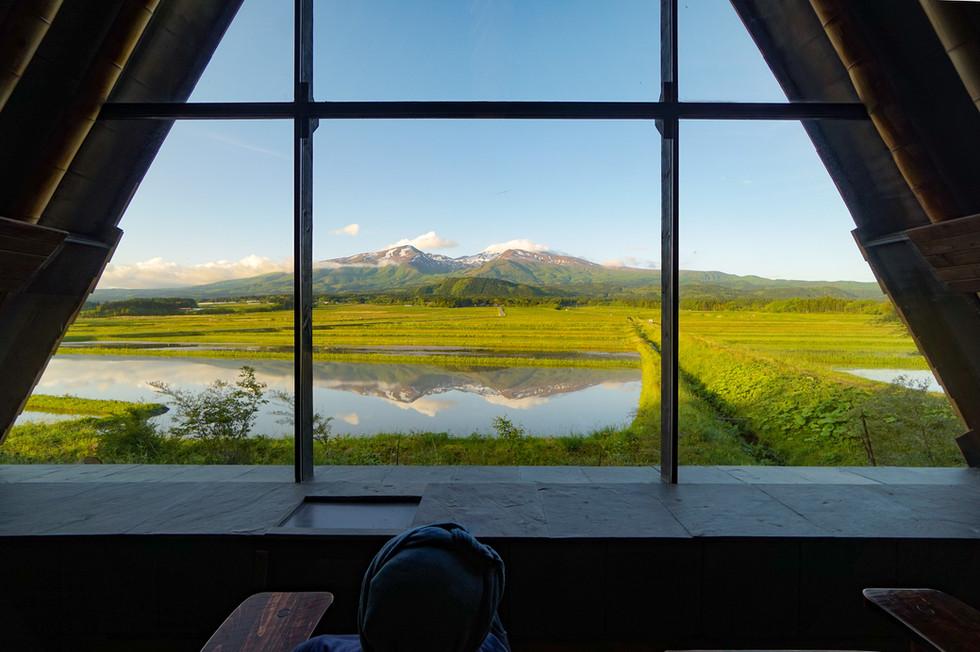今年の鏡鳥海山は室内から