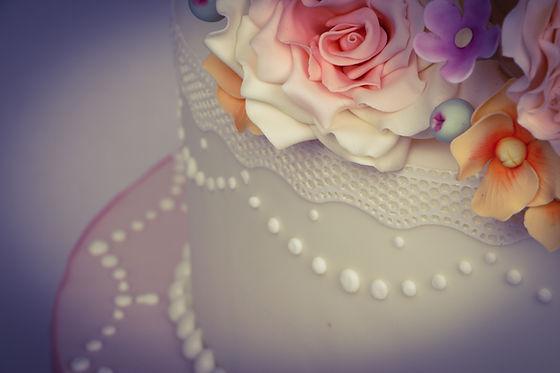 Vintage Floral Lace Wedding Cake Ivory P