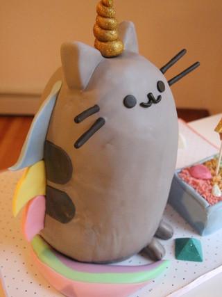 Pusheen Unicorn Cake