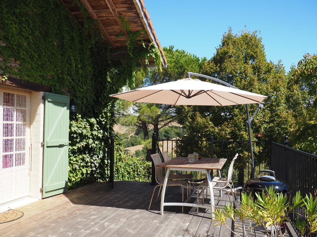 Gîte_Romarin_terrasse_table.jpeg