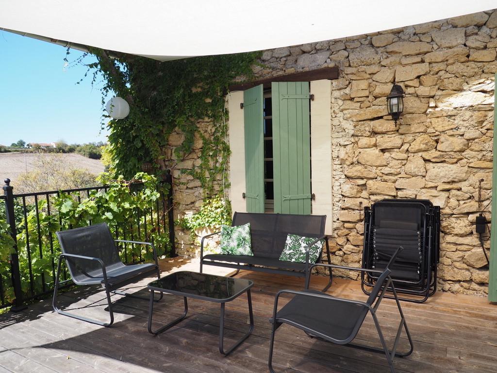 Gîte_Romarin_terrasse_salon.jpeg