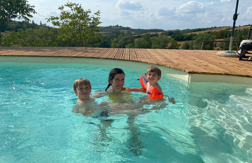 gezin in zwembad.jpg