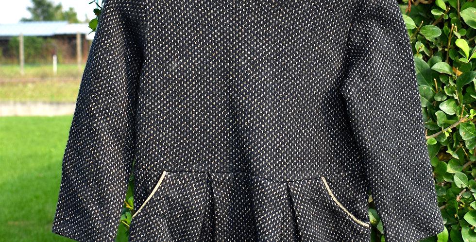 Čierne šaty s odleskom a s vreckami