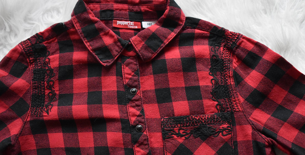 Červená károvaná košeľa so strapcami